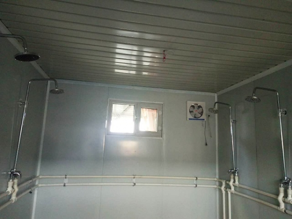 集装箱卫生间内展